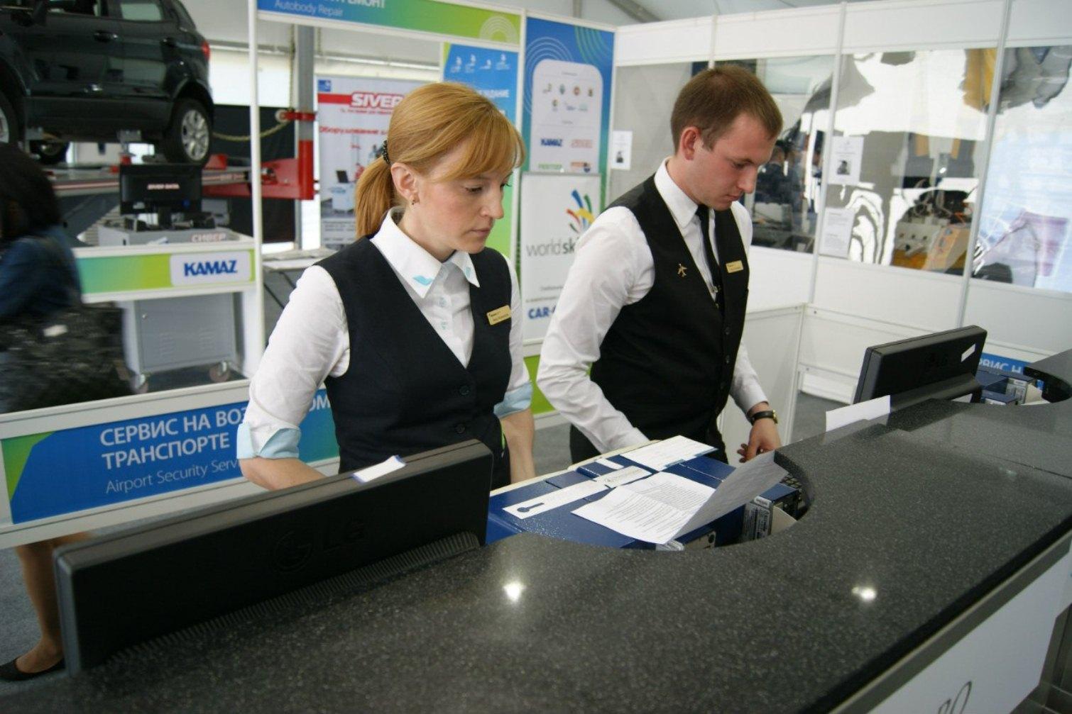 Работники аэропорта