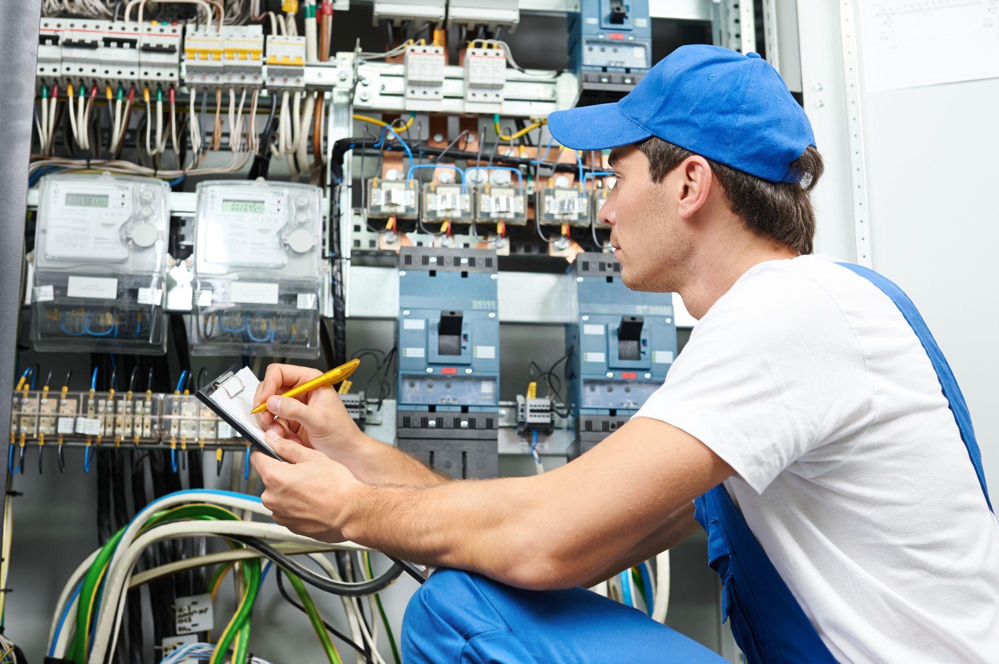 специалист по обслуживанию электросистем