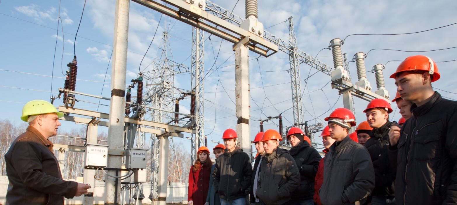перед работой с электричеством обязателен инструктаж от инженера по электробезопастности