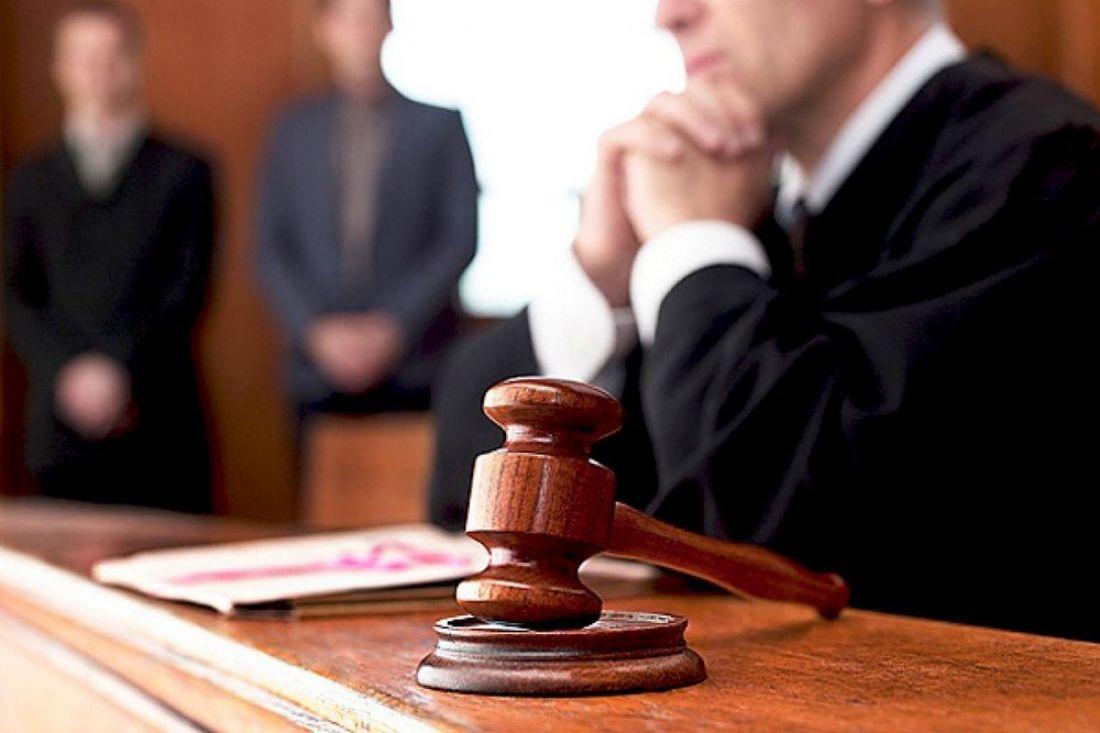Судья — лицо, входящее в состав суда и осуществляющее правосудие; в современной теории разделения властей — лицо, наделённое судебной властью