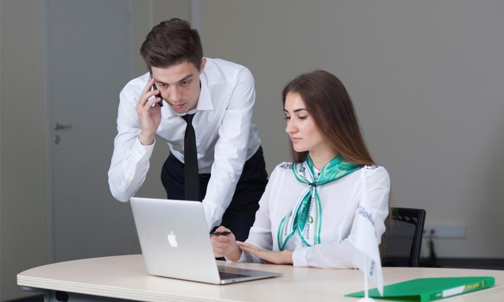Бухга́лтер — это специалист по бухгалтерскому учёту, работающий по системе учёта в соответствии с действующим законодательством