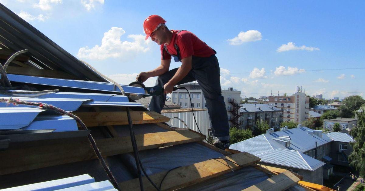 Кровельщик - Рабочий, занимающийся настилом и ремонтом крыш