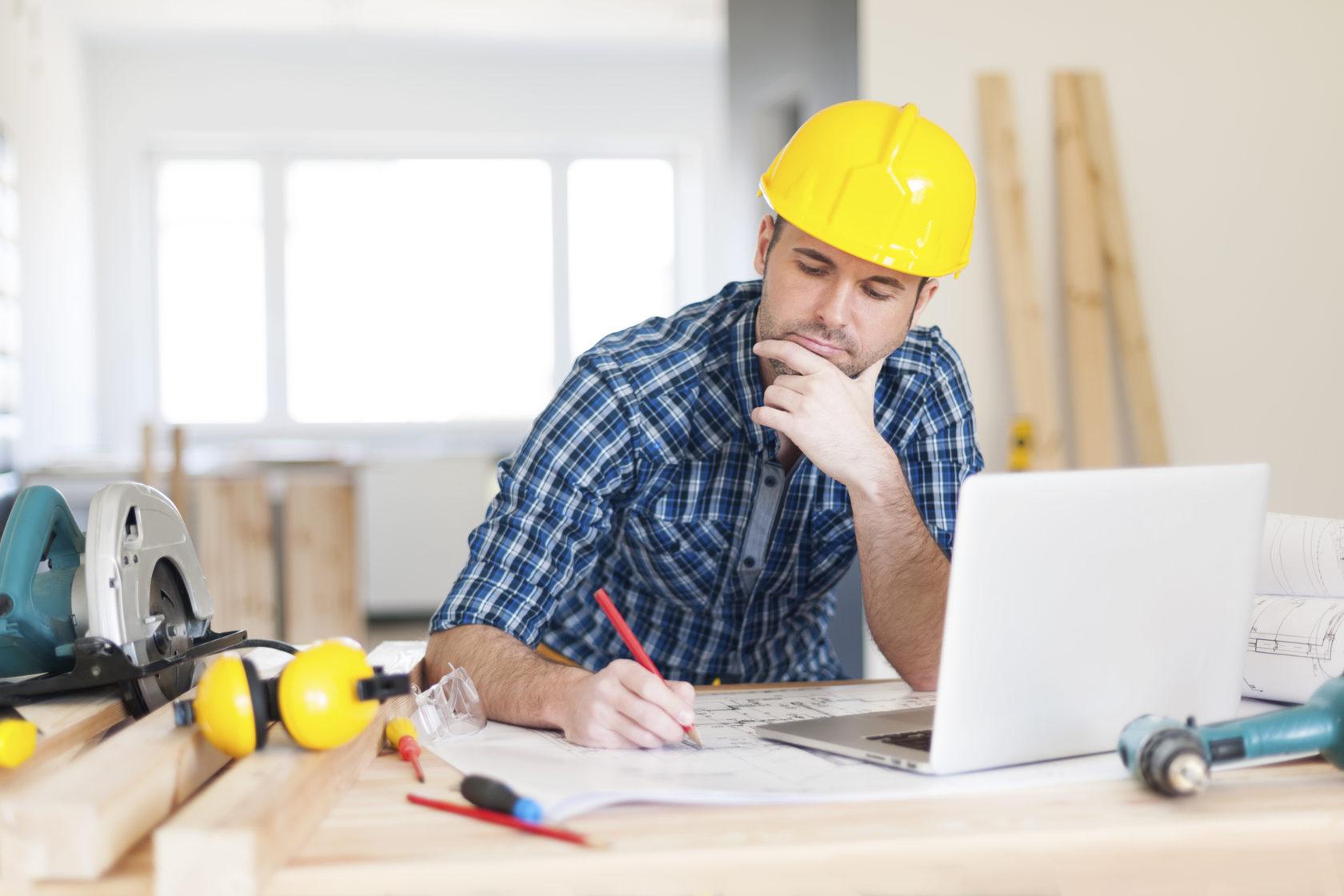 Представитель профессии не просто проектирует схематические решения и создает планы будущих построек, он объединяет все воедино