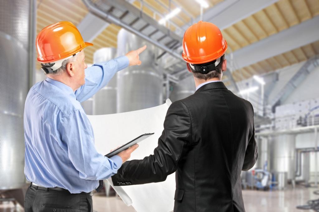 Аудитор комплексной безопасности в промышленности - это специалист, оценивающий состояние безопасности на уже имеющемся объекте, причем рассматривает все виды угроз