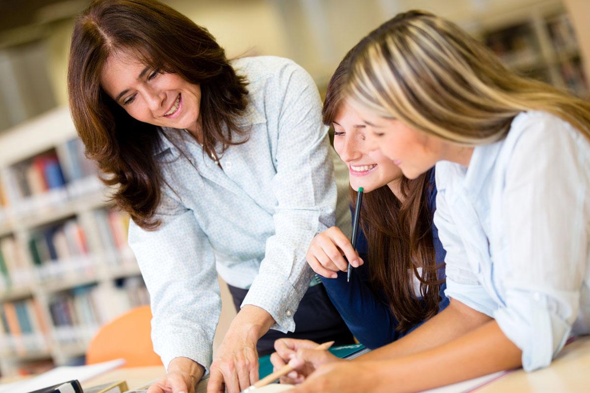 Повышение квалификации педагогов – это вид обучения по обновлению знаний педагогов или приобретения новых навыков, в связи с ростом потребности новых уровней квалификации