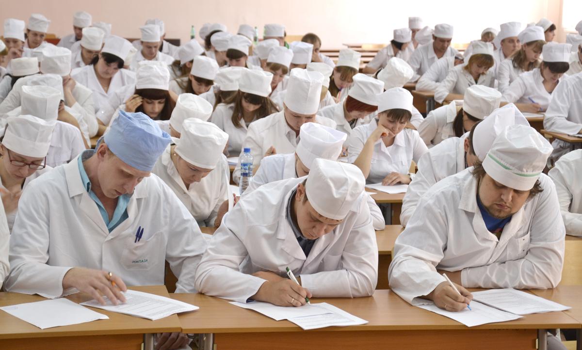 Будущие медики на лекциях