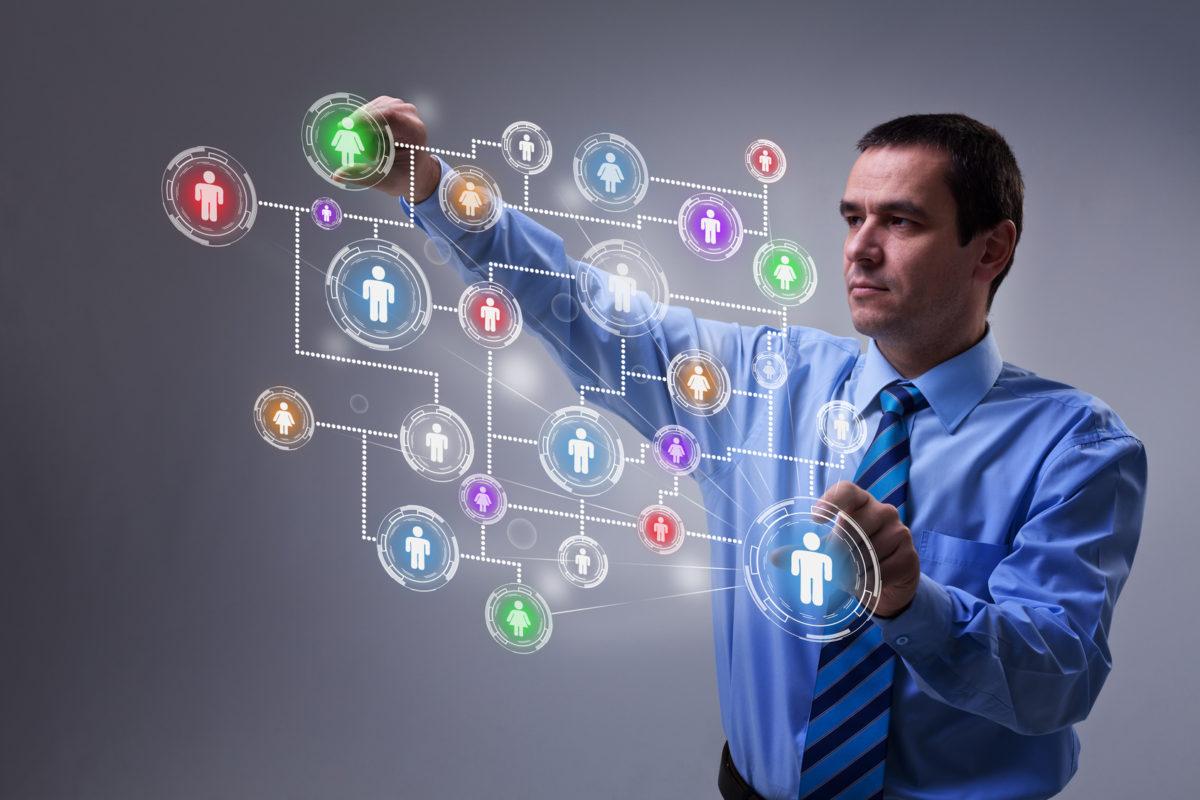 Менеджер по внутренним коммуникациям – это специалист, чья зона ответственности представлена такими процессами, как: формализация корпоративной культуры, трансляция информации и ценностей компании сотрудникам