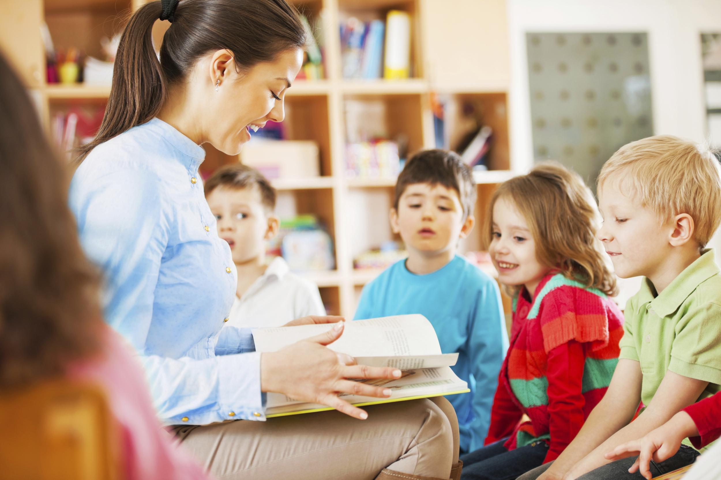 Воспитатель и ребенок картинка