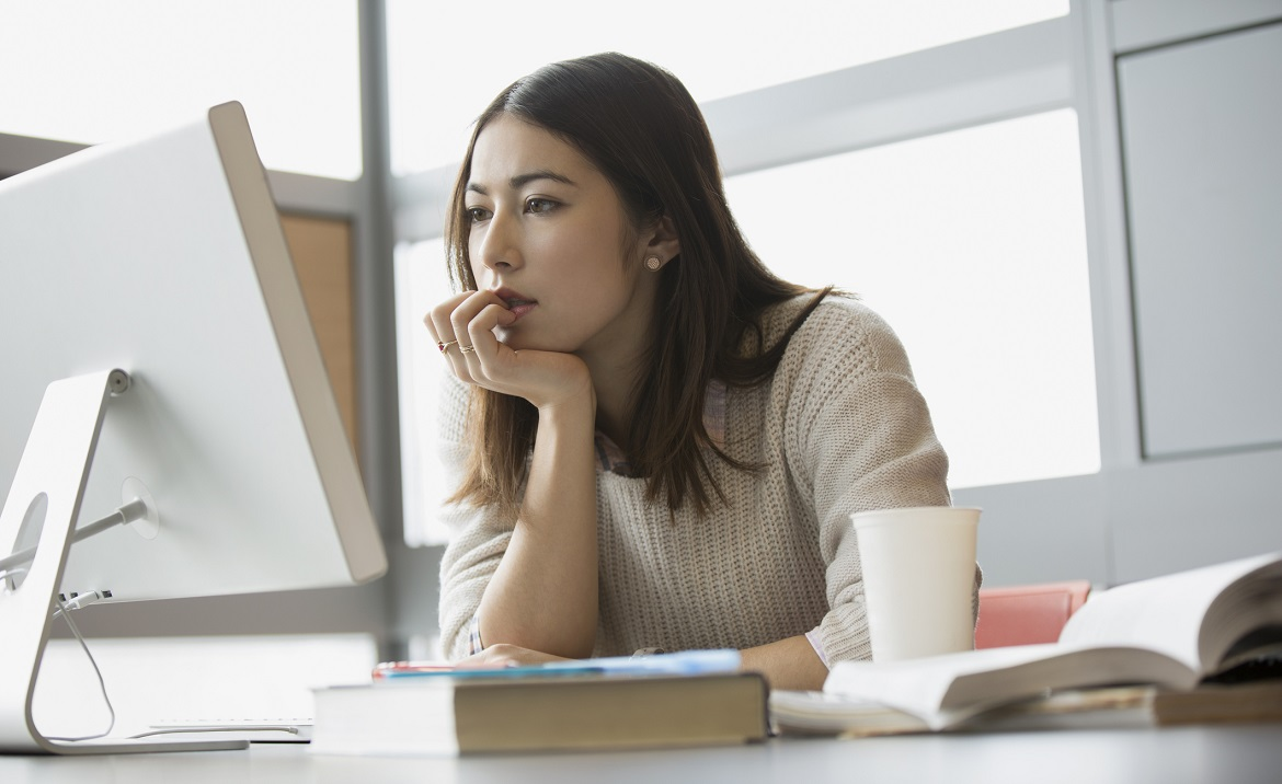 Дистанционно можно только повышать квалификацию, базовые знания лучше получать очно