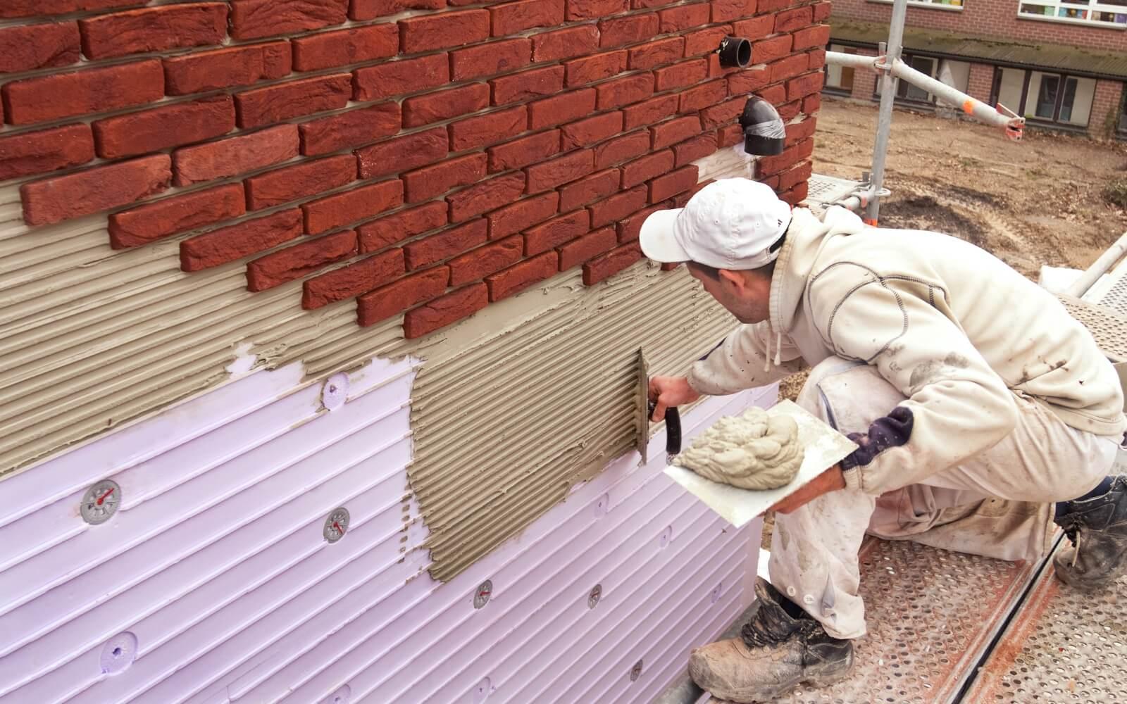 Облицовщик – специалист, занимающийся облицовкой наружных и внутренних поверхностей инженерных сооружений