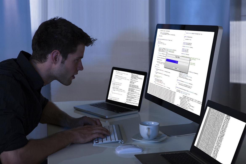 Современные технологии позволяют работать техником-программистом не выходя из дома