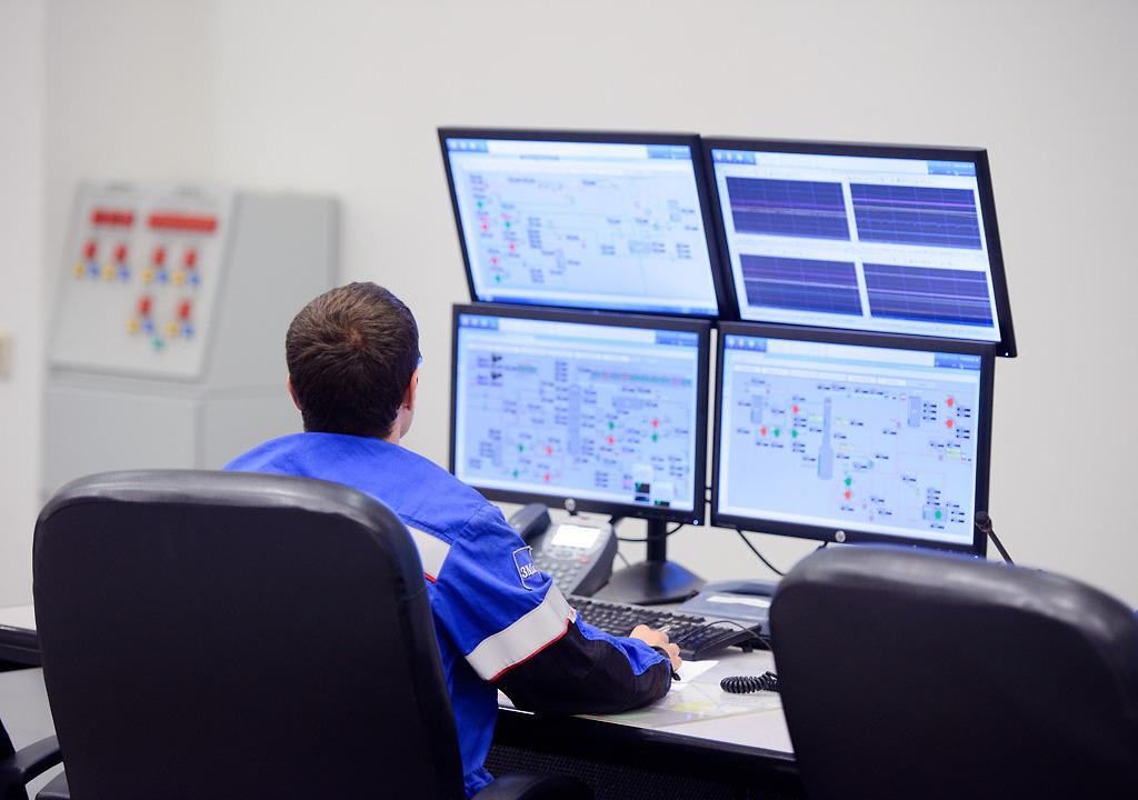 Диспетчер нефтеперерабатывающего производства составляет и анализирует результаты оперативного планирования, которое формируется в виде производственных заданий подразделениям завода