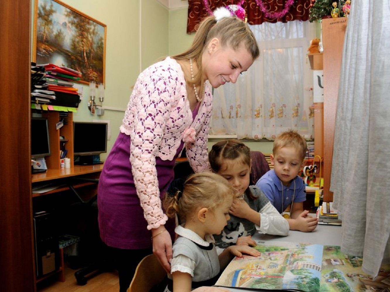 Социальный работник с детьми